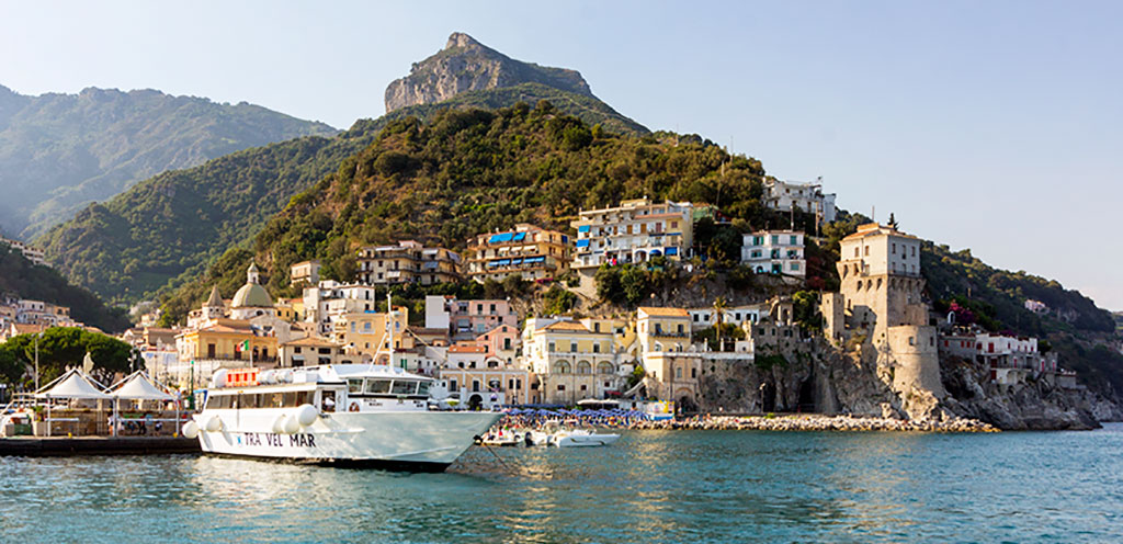 traghetto in costa d'amalfi